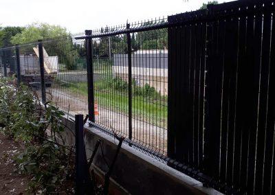 Pose d'une clôture ainsi que d'un brise vue